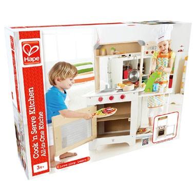 Houten keuken met krijtbord